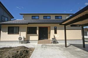 収納力と自然素材の家