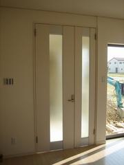 背の高いリビングドア