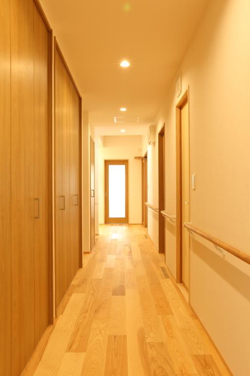 ゆったり幅の廊下